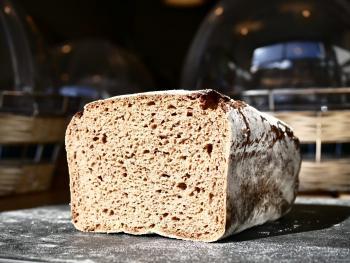 Zuurdesem roggebrood met lange rijs
